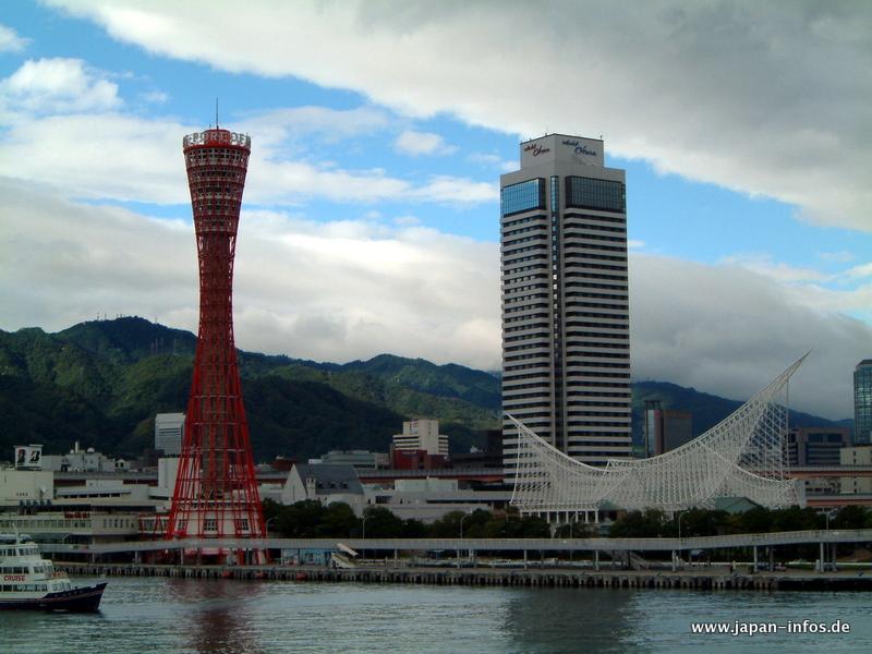 Der Kobe Tower im Hafen von Kobe